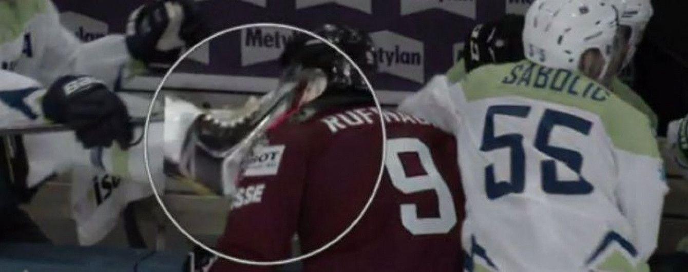Словенський хокеїст ледь не порізав горло супернику лезом ковзана на чемпіонаті світу