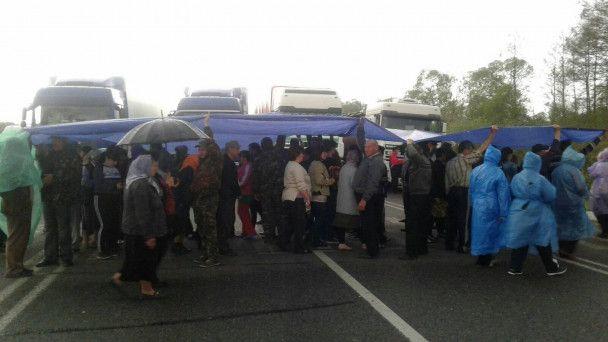 Волынская блокада. Активисты, перекрывшие дороги, собираются идти на Киев