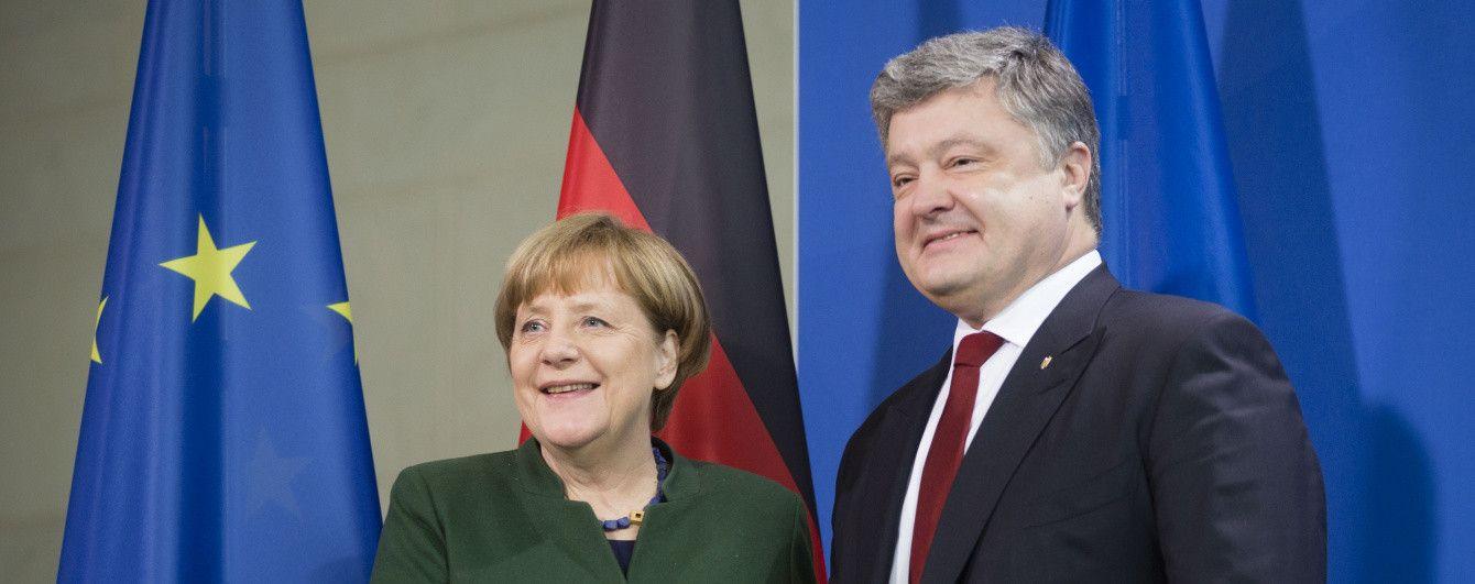 """Порошенко и Меркель осудили """"парады"""" на оккупированной части Украины"""