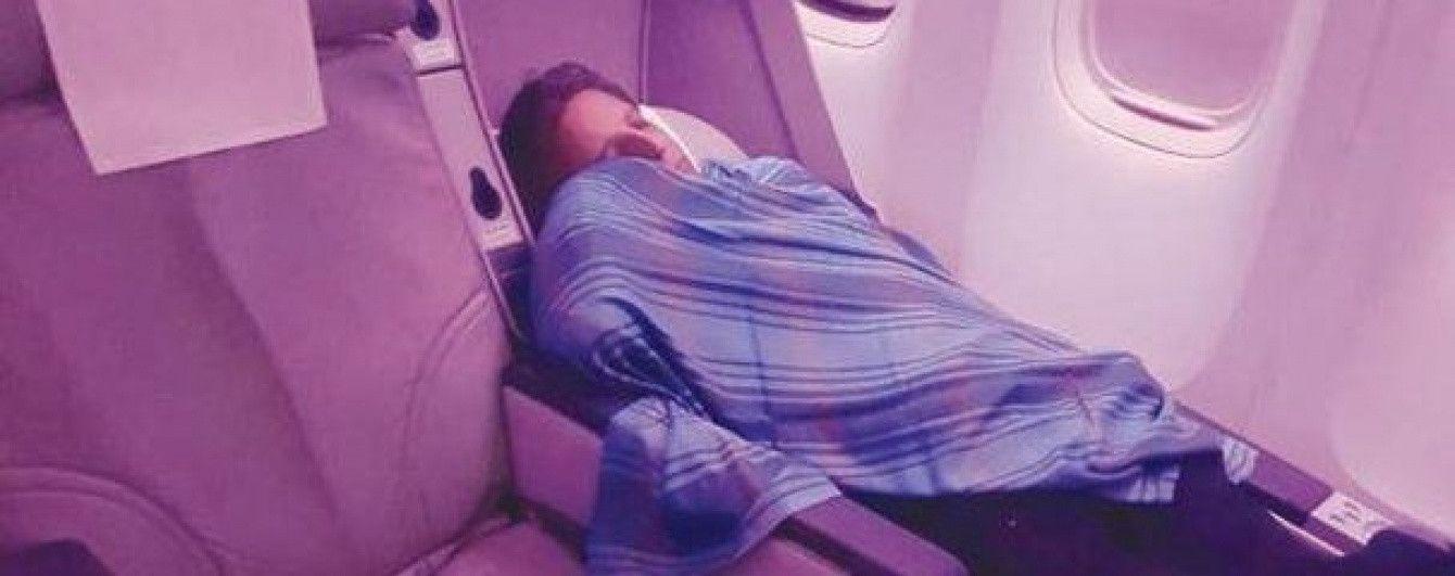 Пилот пакистанской авиакомпании во время рейса пошел спать, а управление оставил стажеру