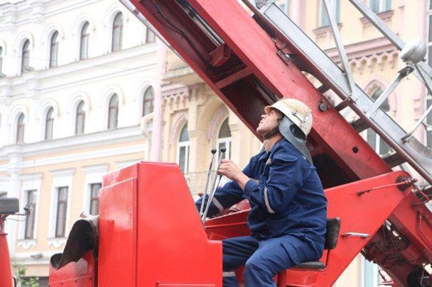 Спасатели потушили большой пожар в центре Киева