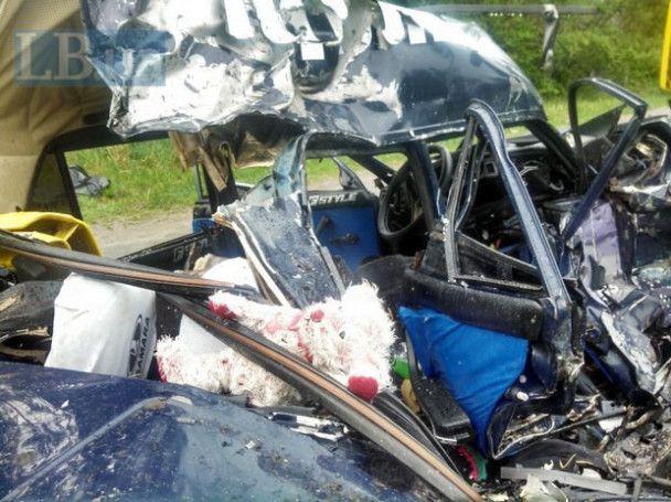 В смертельном ДТП в Киеве лекговушка влетела в грузовик-бетономешалку