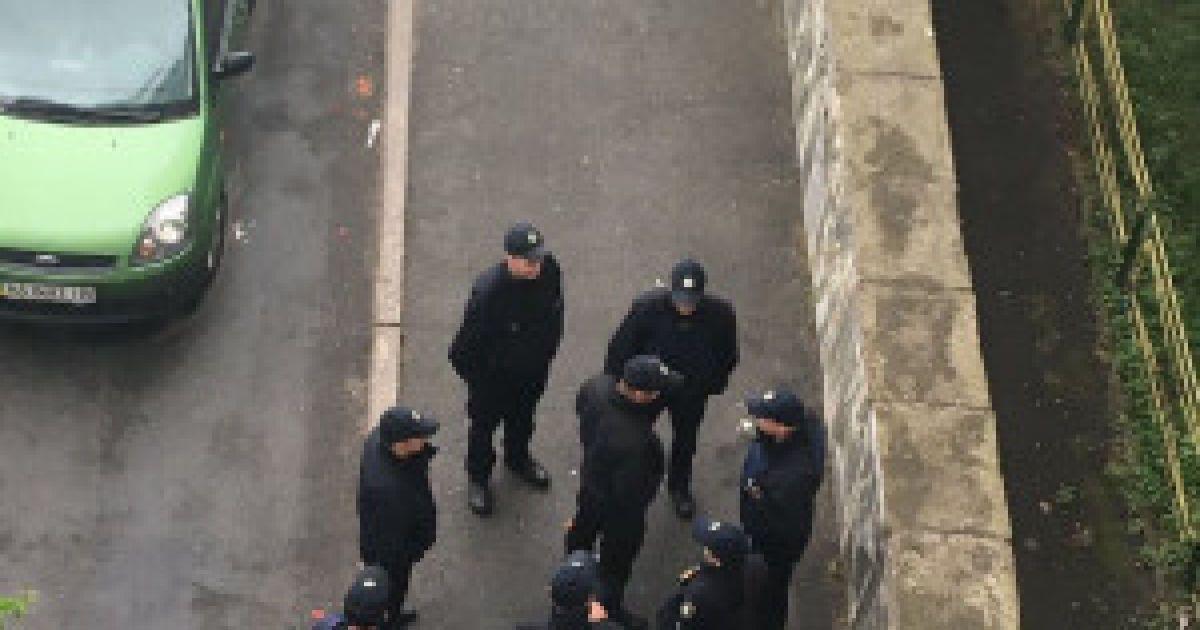 Активісти та поліція під дверима Вітренко @ Національний корпус