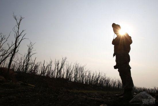 Стрілецька зброя на підступах до Мар'їнки та український вогонь у відповідь на обстріли бойовиків. Дайджест АТО