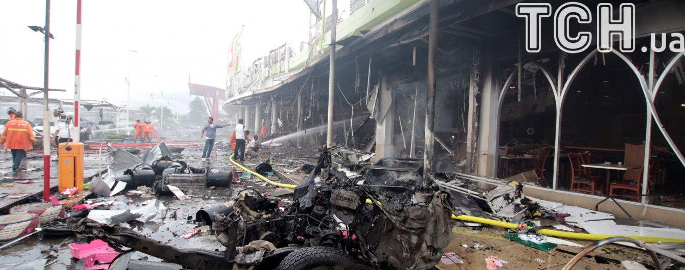 У Таїланді пролунали вибухи біля торгового центру: десятки поранених
