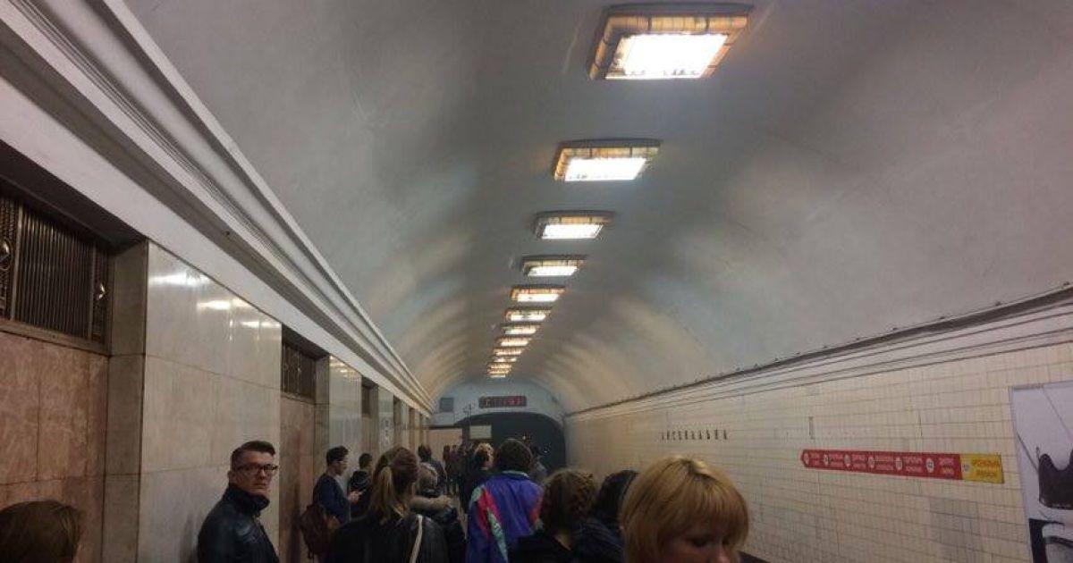 """Пассажиры на станции метро """"Арсенальная"""". @ ТСН.ua"""