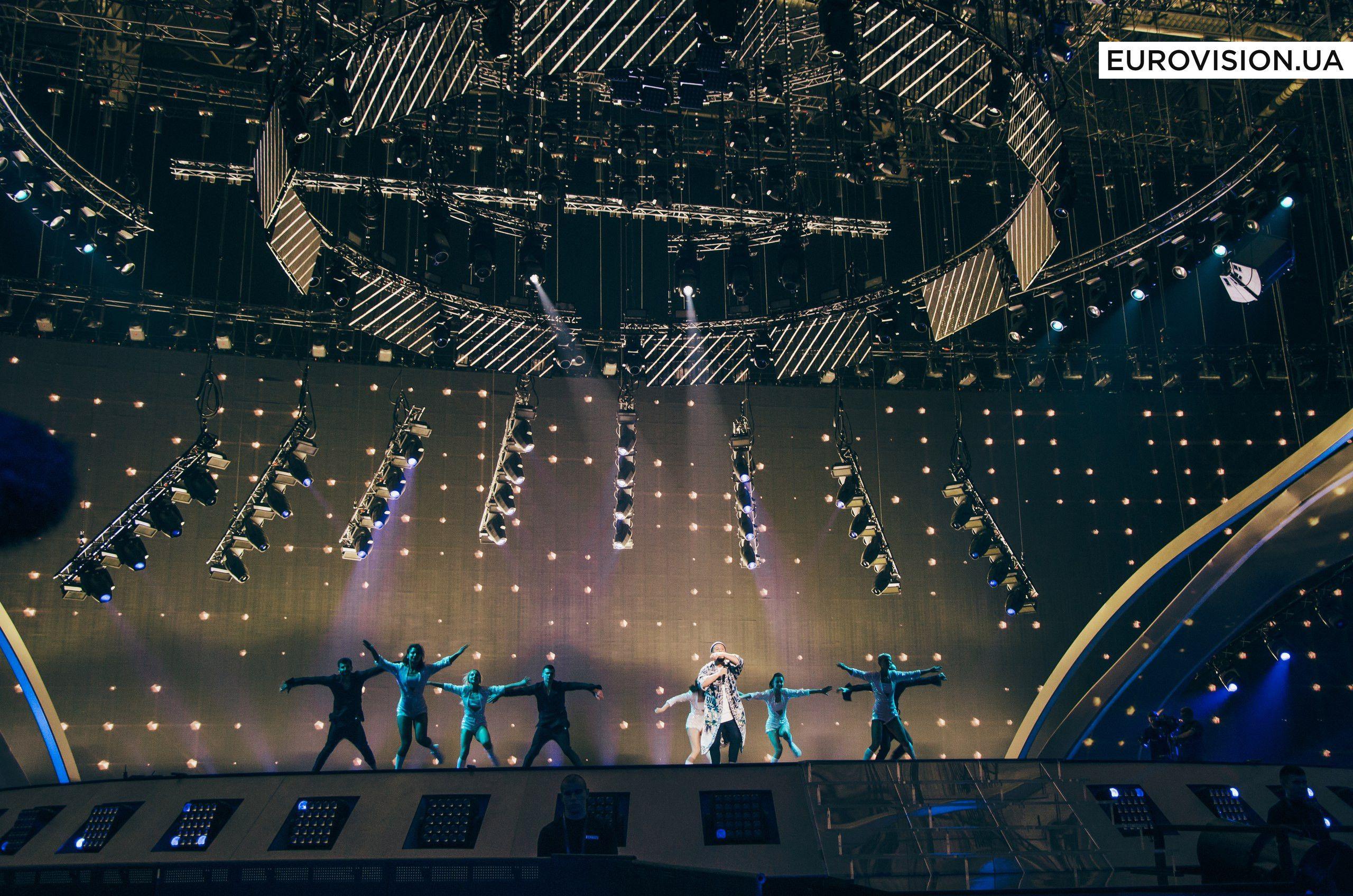 MONATIK феєрично відкрив перший півфінал «Євробачення-2017»_1