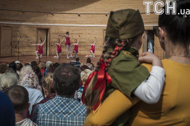 """Дети в форме Красной армии и """"Тополя"""" на параде. Севастополь на 9 Мая угорел в милитаризме"""