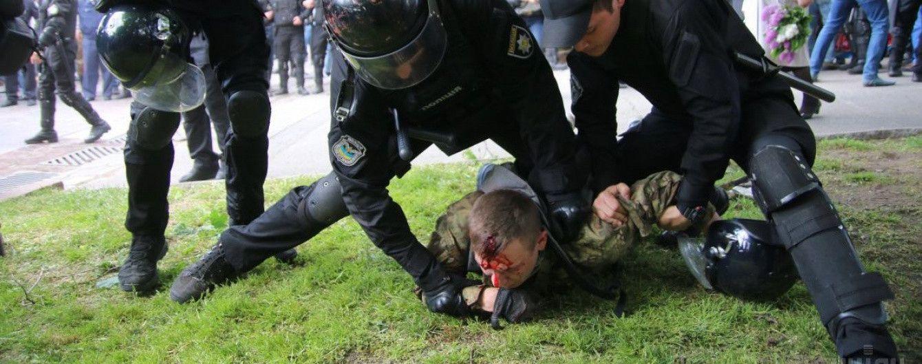 """""""Вас обманюють"""". Луценко відзвітував про затриманих """"тітушок"""" у Дніпрі, Філатов - спростовує"""