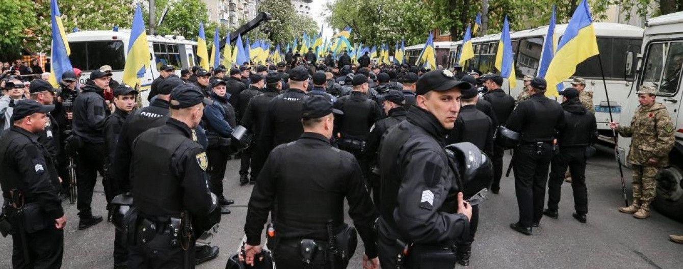 Amnesty International призвала освободить задержанных за символику СССР, в правительстве возмутились