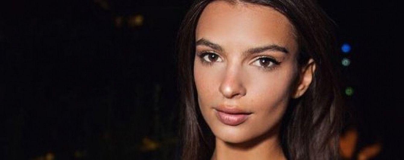 Без бюстгальтера: Эмили Ратажковски показала откровенное селфи