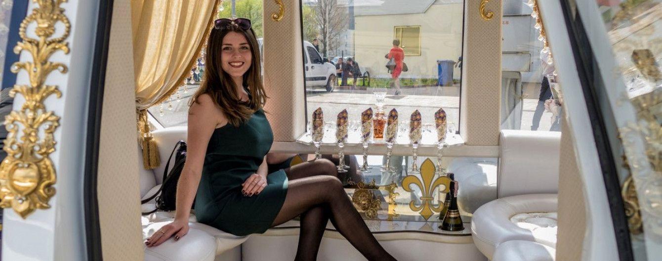 Фантастичний розліт цін: випускні сукні можна придбати від 50 до 20000 гривень