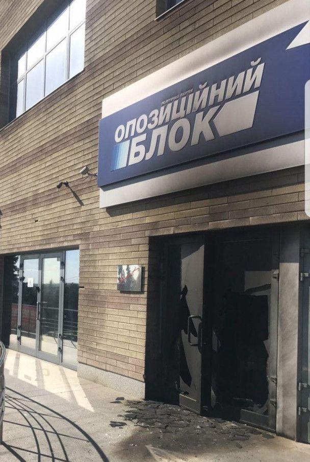 """В """"Оппозиционном блоке"""" заявили о поджоге офиса в Днепре"""
