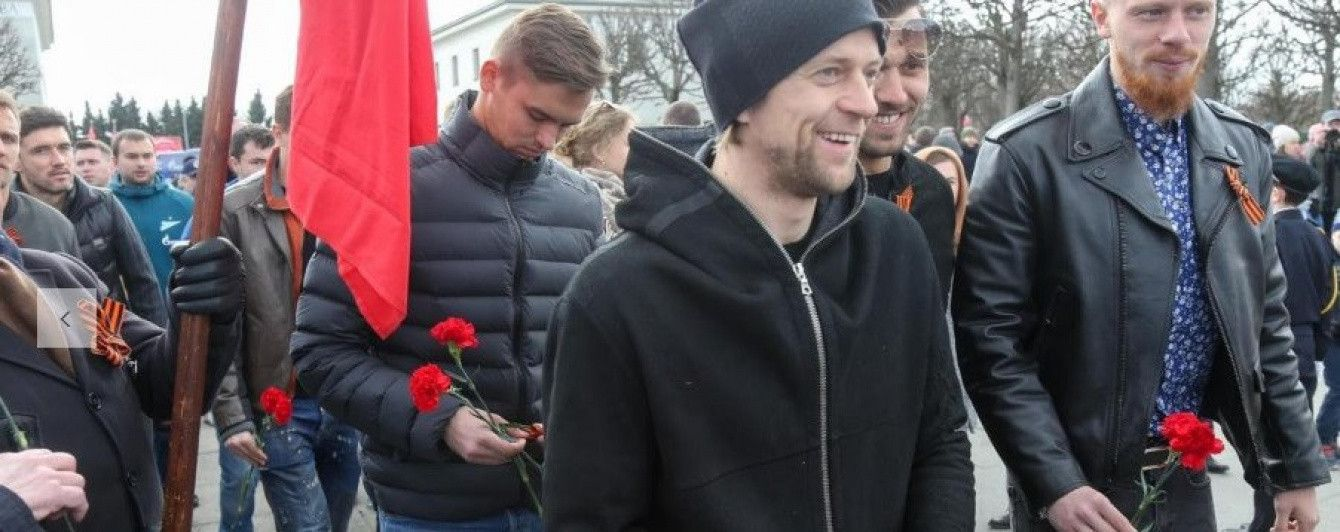 Рекордсмен сборной Украины Тимощук с георгиевской лентой отметил 9-е мая в России