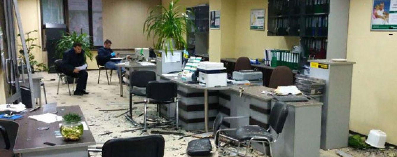 Нападавшие на банк в Николаеве не дотронулись до денег и оргтехники
