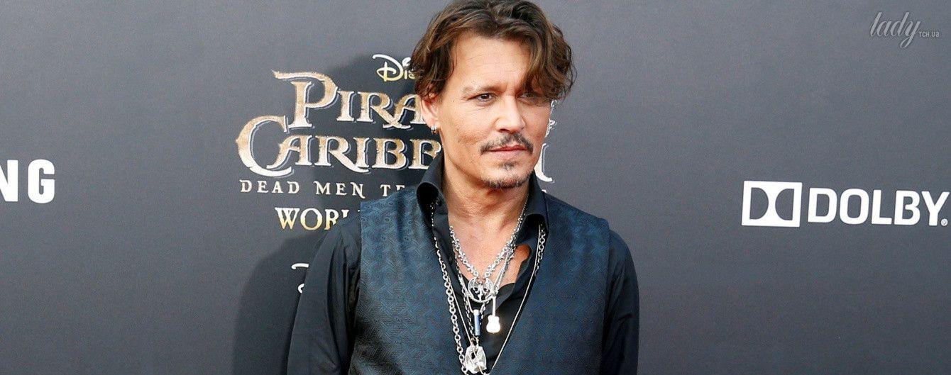 """Выглядит прекрасно: Джонни Депп появился на мировой премьере """"Пиратов Карибского моря - 5"""""""