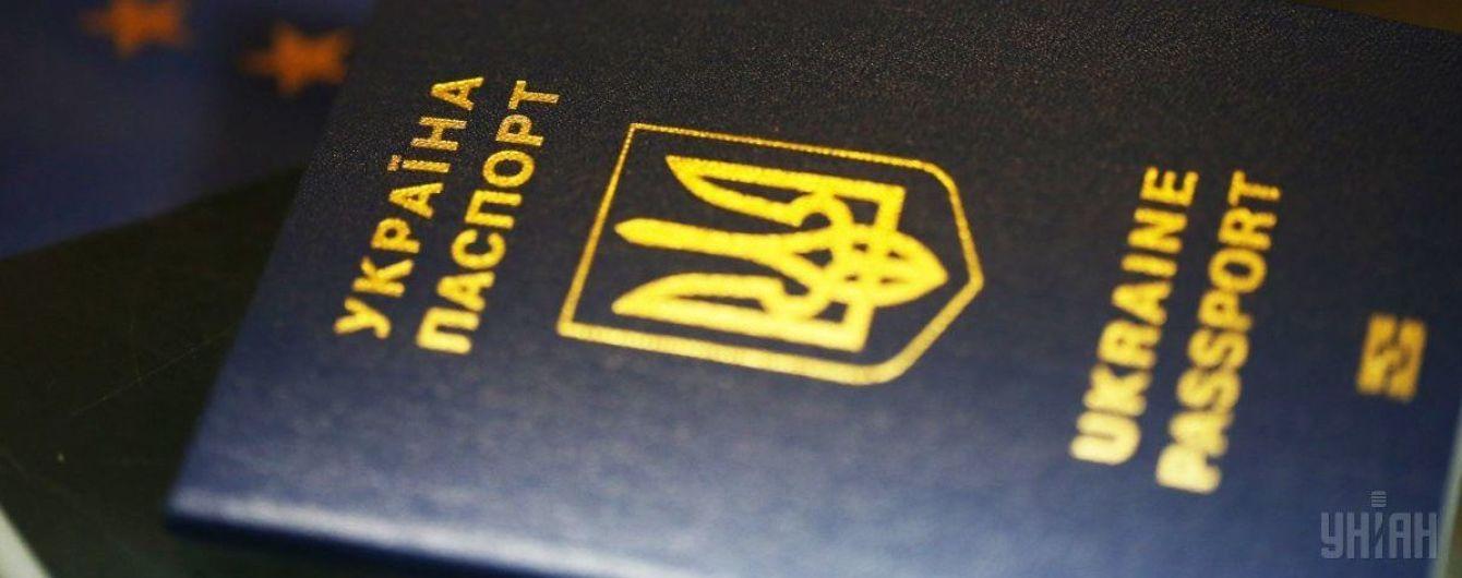 Жители оккупированного Крыма за два года оформили свыше 57 тысяч украинских загранпаспортов