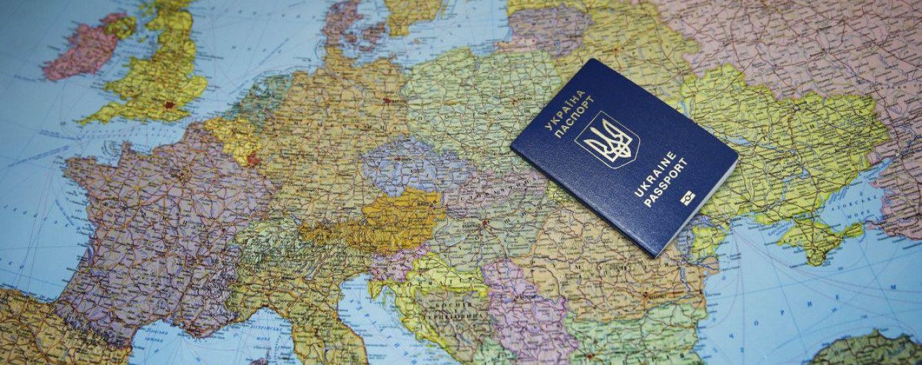 """Торік Україна уклала """"безвіз"""" з рекордною кількістю країн. З'явився оновлений рейтинг паспортів"""