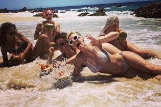Бикини, море и коктейли: Кэти Перри выложила серию пляжных снимков