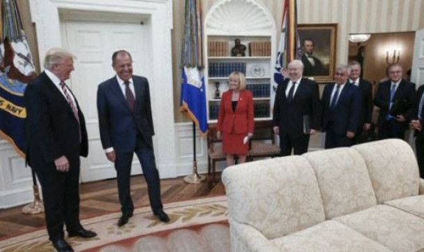 Российский фотограф выложил фото встречи Трампа и Лаврова