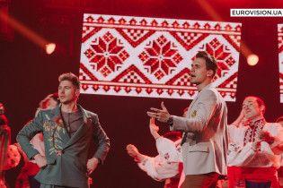 """Ведучі """"Євробачення-2017"""" із гопаком та сопілкою колоритно відкрили другий півфінал """"Євробачення-2017"""""""