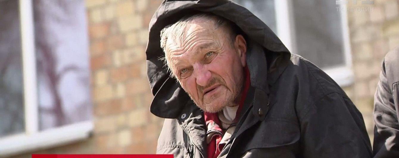 Пример человечности: журналисты и неравнодушные киевляне спасли от смерти бездомного