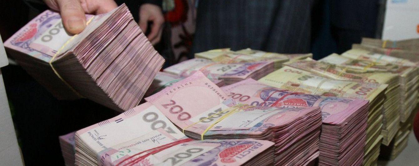 Менеджеры неплатежеспособного банка перевели на свои иностранные фирмы полмиллиарда гривен