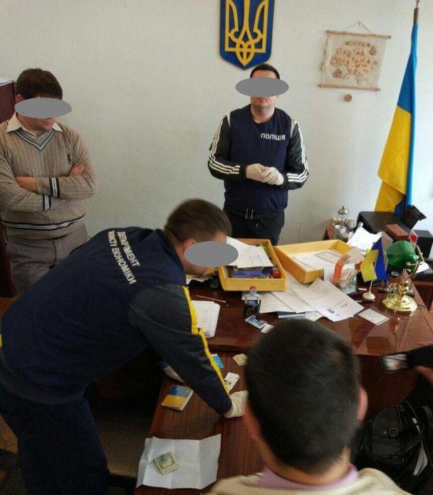 В Одесской области во взяточничестве разоблачили главу РГА и его сообщницу