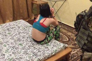 """Поліція Київщини затримала банду сутенерів, які постачали повій гостям """"Євробачення"""""""