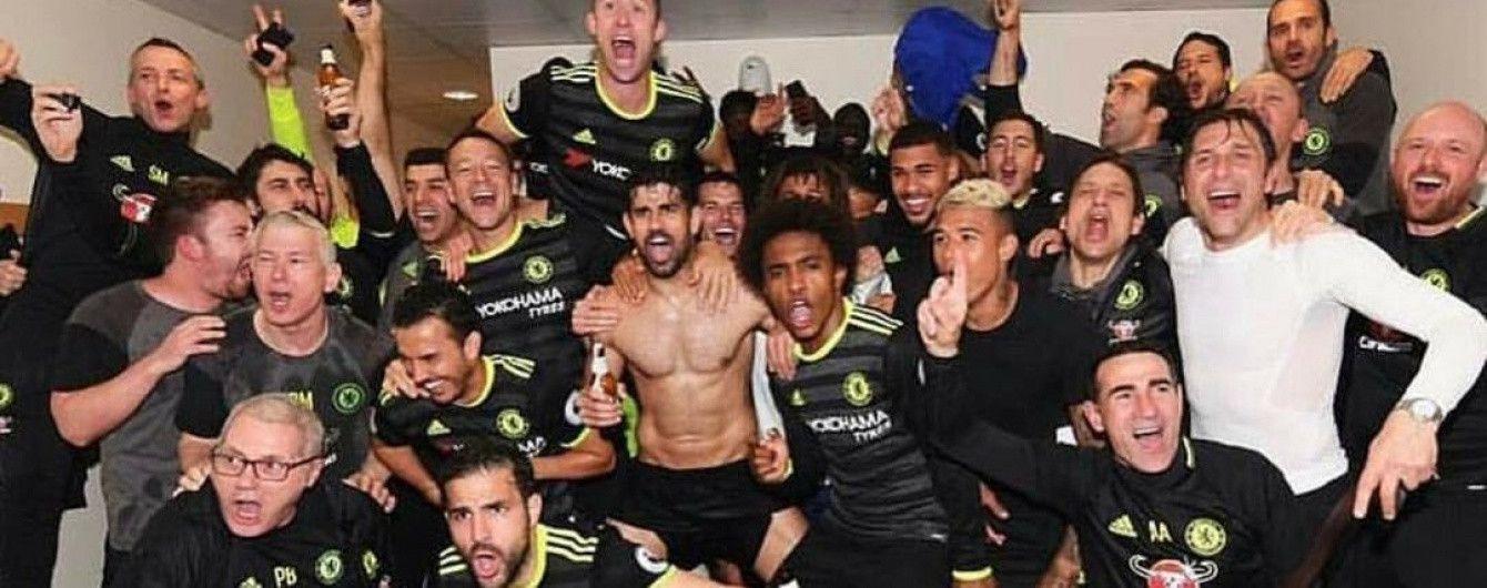 """Злива шампанського в роздягальні. Як """"Челсі"""" відсвяткував своє чемпіонство в АПЛ"""