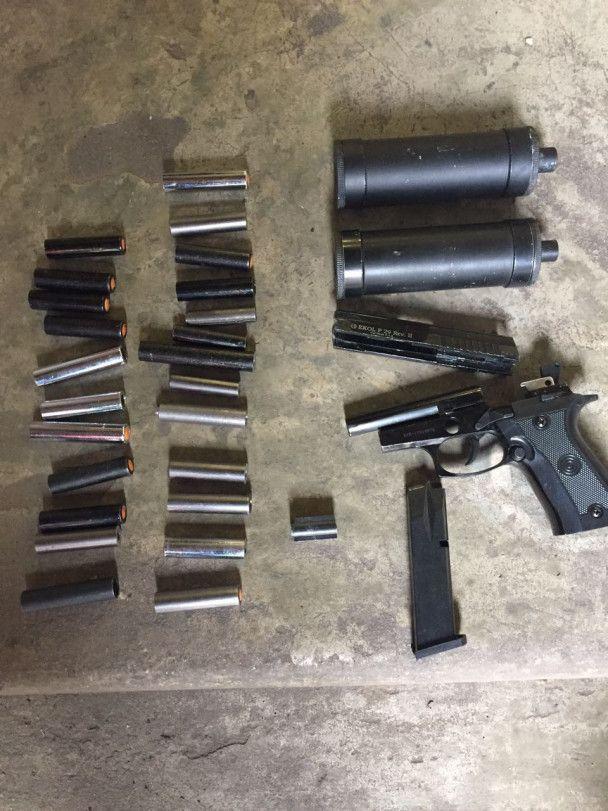 Вилучили гранати та тротил: СБУ затримала торговців зброєю з району АТО