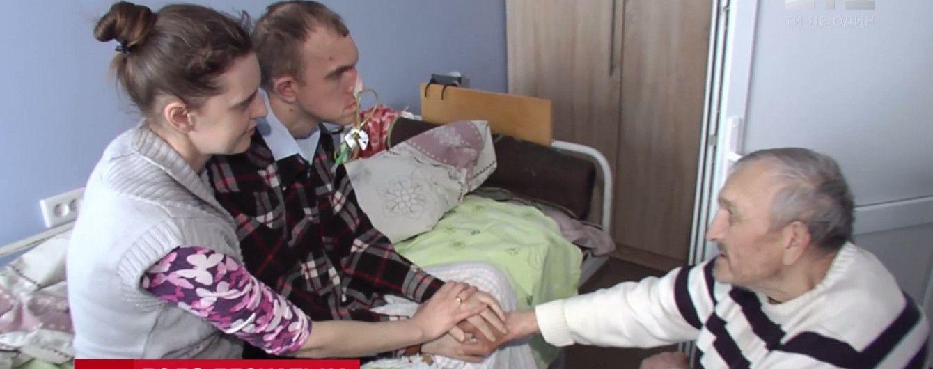 Слезы мужчины в коме: спасенный в Киеве бездомный впервые за 17 лет увидел сына