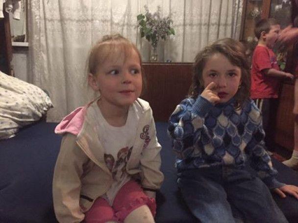 Вследствие беспощадного обстрела боевиками Авдеевки сиротами остались двое девочек 6 и 7 лет