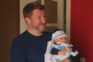 """Эксперт """"На ножах-2"""" Борисов с крохотным сыном на руках показал свой роскошный особняк"""