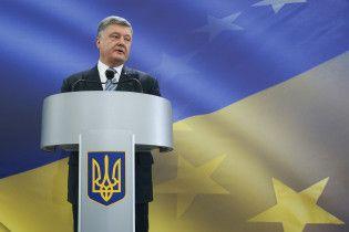 Поколение свободных людей. Порошенко поздравил украинцев с Днем молодежи