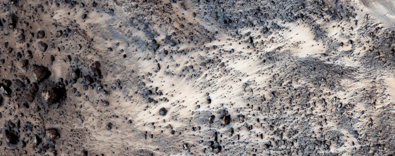 Ученые показали участок Марса, который в древности пострадал от наводнения