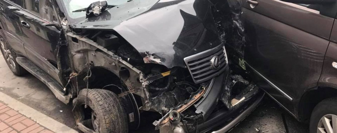 НАБУ начало расследование по своему сотрудника, который на Lexus протаранил трактор и въехал в бус
