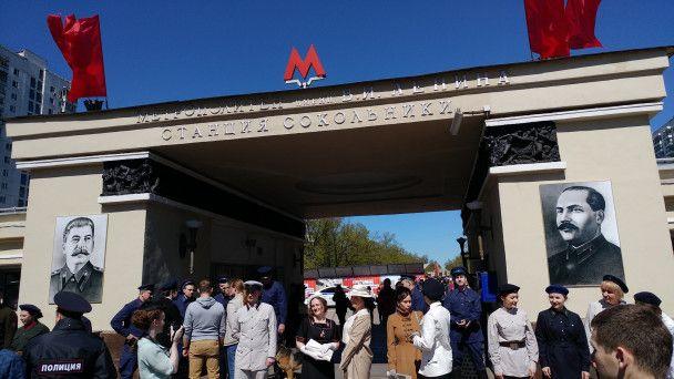В Москве к годовщине метро вывесили портреты Сталина и Кагановича