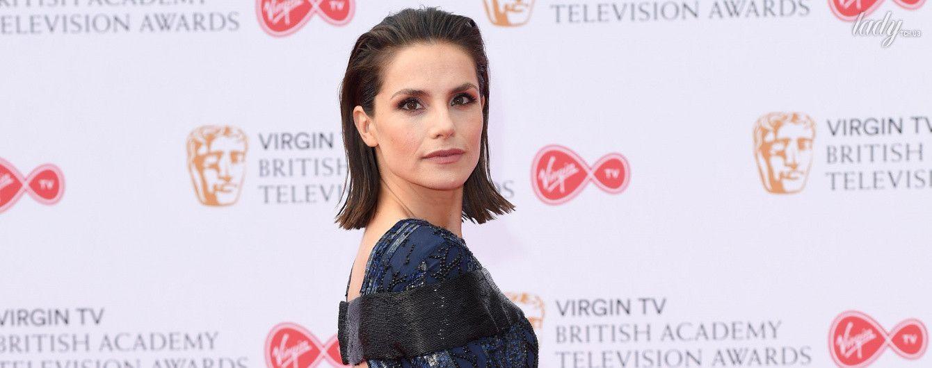 Шарлотта Райли в эффектном платье, а Джиллиан Андерсон на костылях: звезды на церемонии BAFTA TV