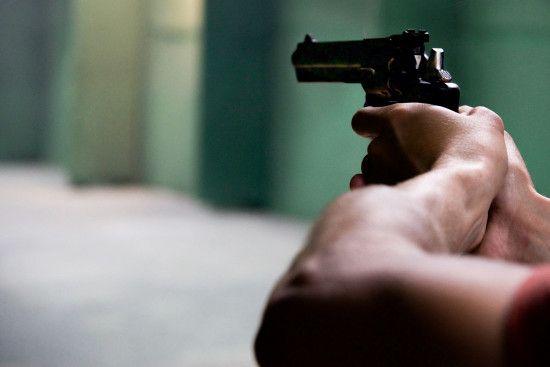У Миколаєві невідомі підстрелили чоловіка і відібрали сумку із півмільйоном гривень