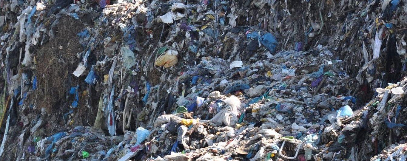 На Ровенщине полиция задержала грузовик с львовским мусором