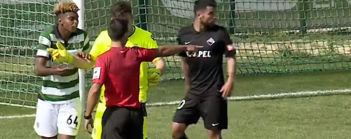 У Португалії запасний футболіст під час розминки заробив пенальті у ворота власної команди