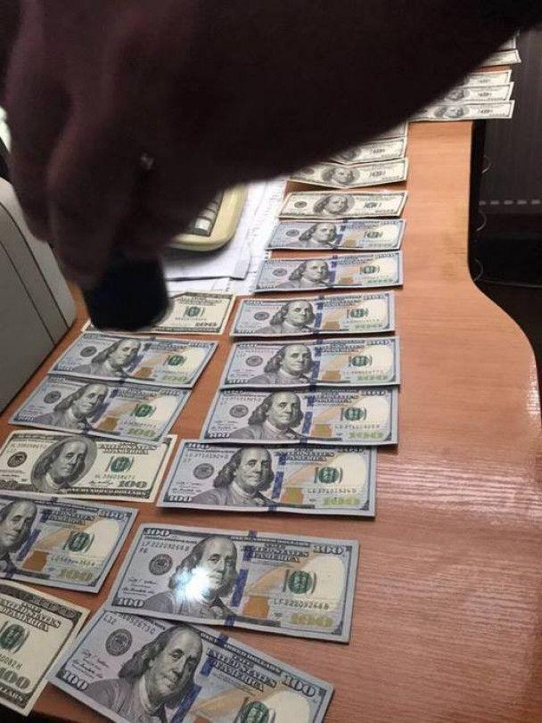 На Львовщине СБУ задержала таможенника на получении взятки