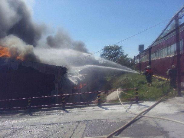 Масштабный пожар на Киевщине: в Березани вспыхнули склады суконной фабрики