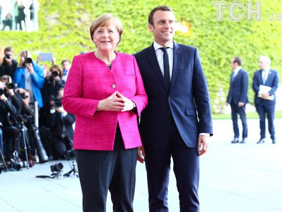Меркель і Макрон закликали Порошенка і Путіна докласти більше зусиль для припинення вогню на Донбасі
