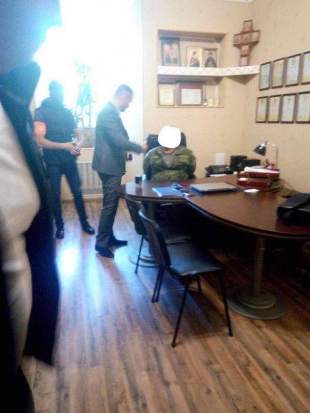 В Киеве на взяточничестве задержали руководителя подразделения военно-медицинского госпиталя Минобороны