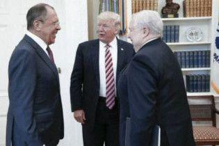 Белый дом просил не публиковать фото встречи Лаврова с Трампом - CNN