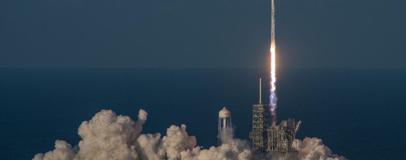 SpaceX запустила ракету с засекреченным американским спутником