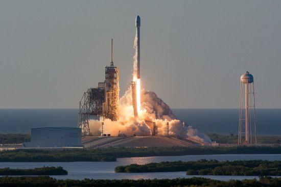 Ми зробили це для вас: Маск презентував нове емоційне відео запуску ракети Falcon Heavy