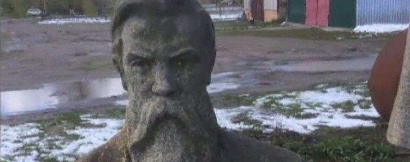 Памятник Энгельсу переезжает из колхоза на Харьковщине до английского Манчестера